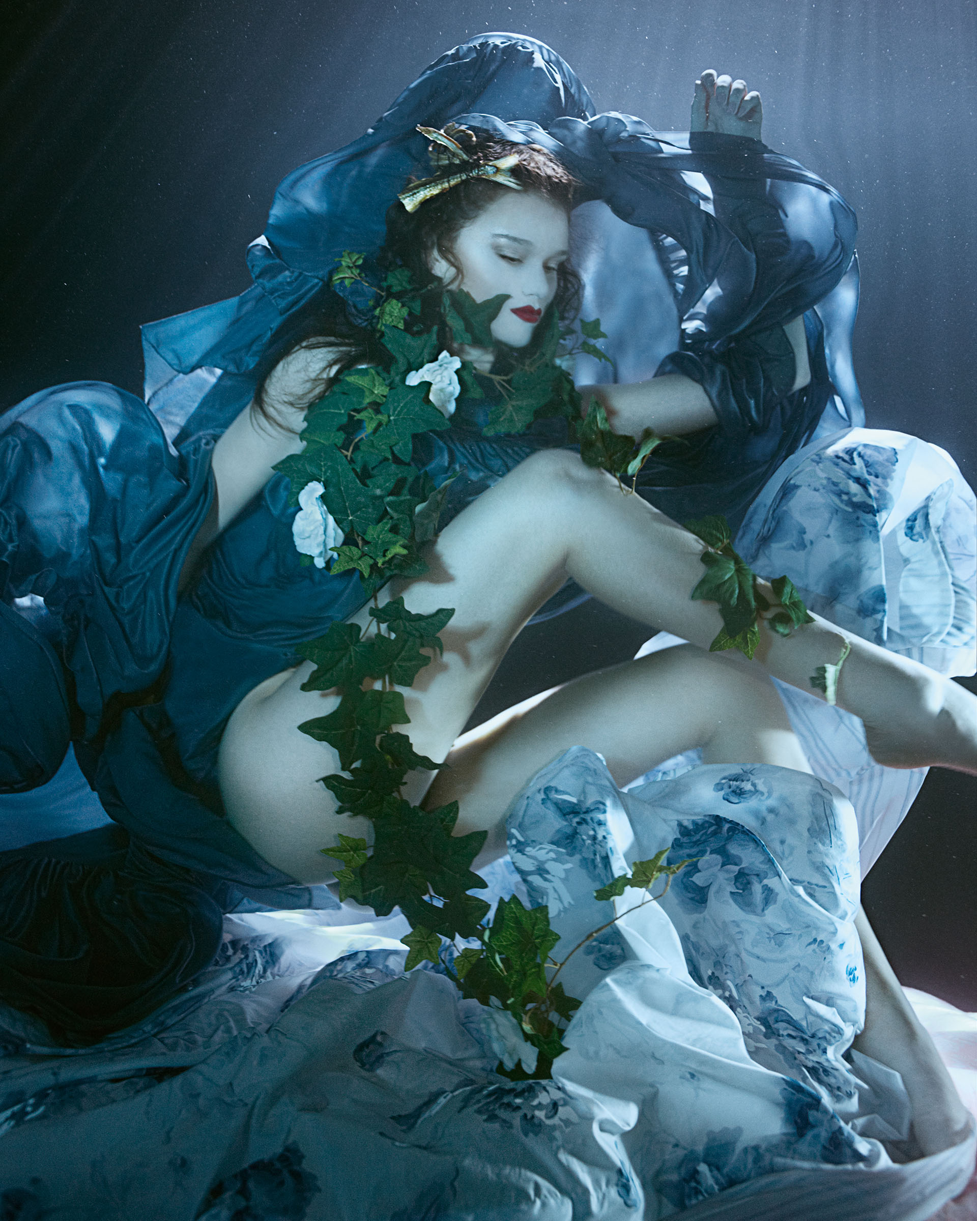 lydia-beesley-franziska-klein-by-zena-holloway-for-how-to-spend-it-may-2014-2