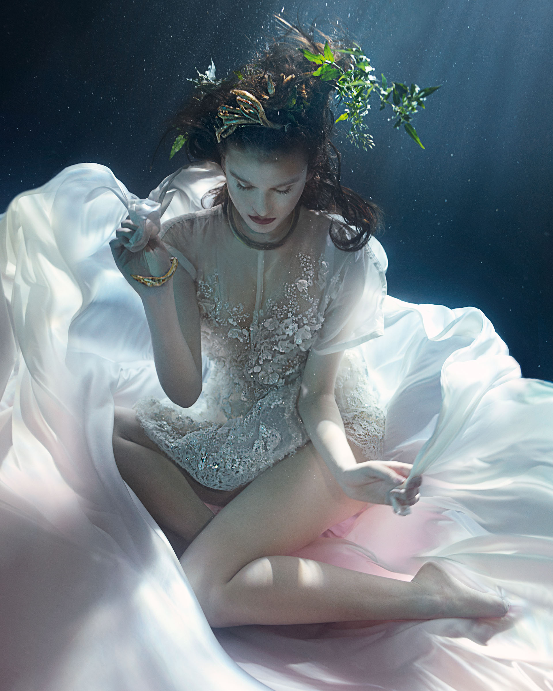 lydia-beesley-franziska-klein-by-zena-holloway-for-how-to-spend-it-may-2014-6