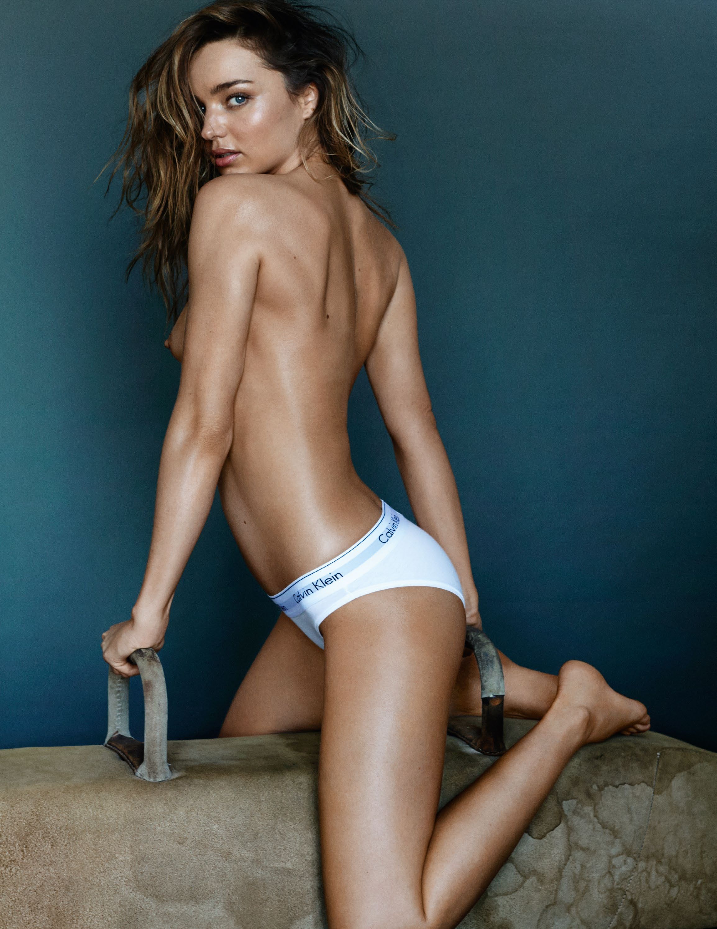 miranda-kerr-by-mario-testino-for-gq-uk-may-2014-10