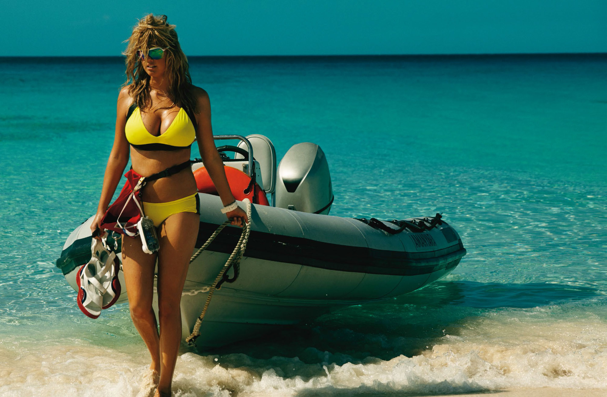 kate-upton-by-mario-testino-for-uk-vogue-june-2014-4