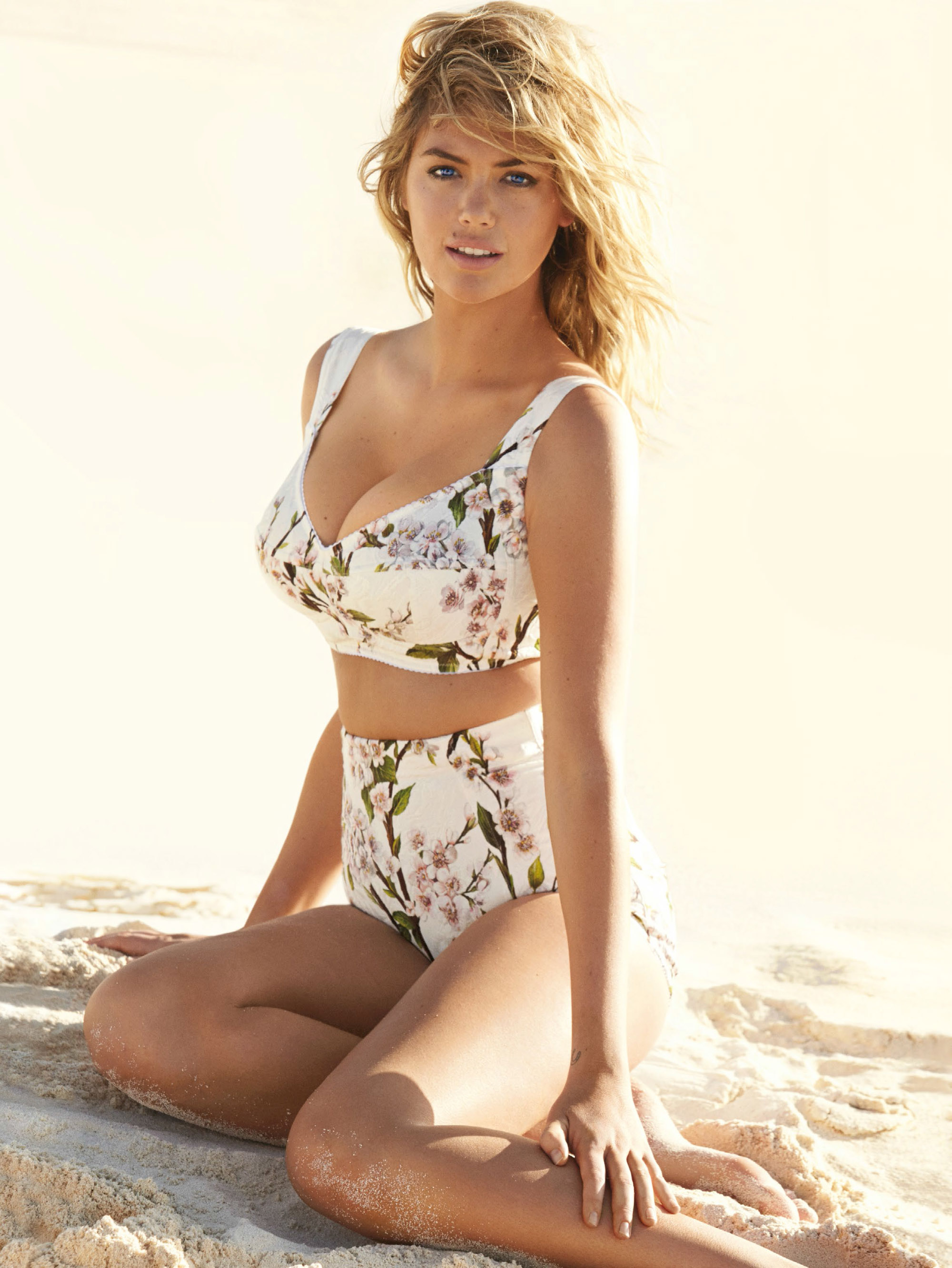 kate-upton-by-mario-testino-for-uk-vogue-june-2014-9