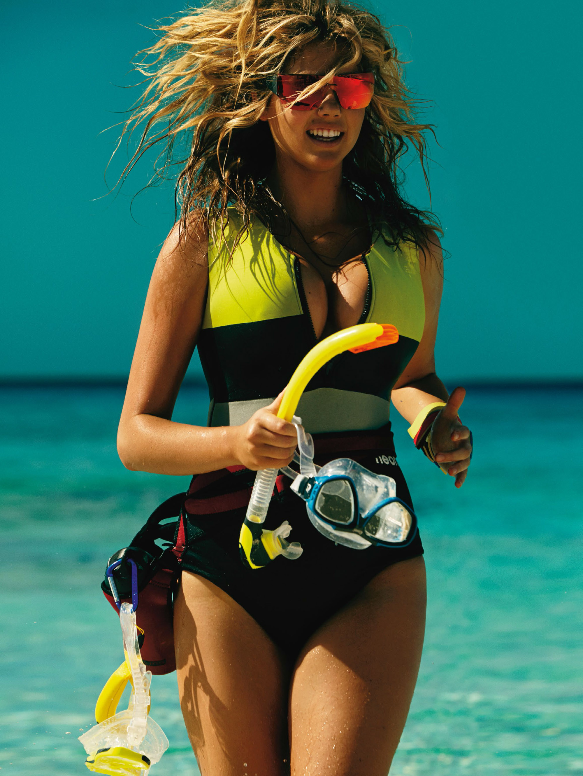 kate-upton-by-mario-testino-for-uk-vogue-june-2014