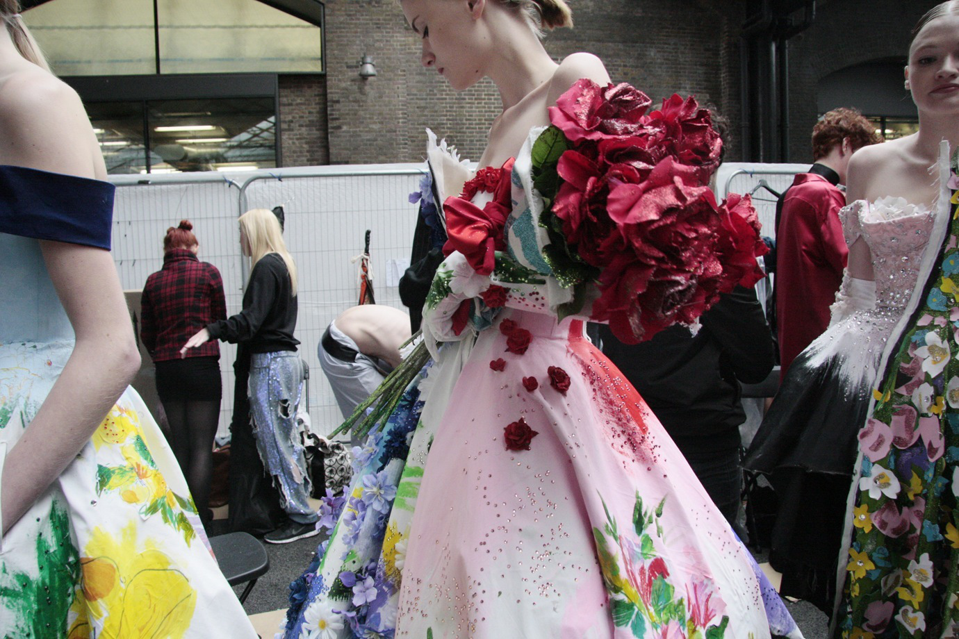 1granary_central_saint_martins_ba_press_show_2014_backstage_1086