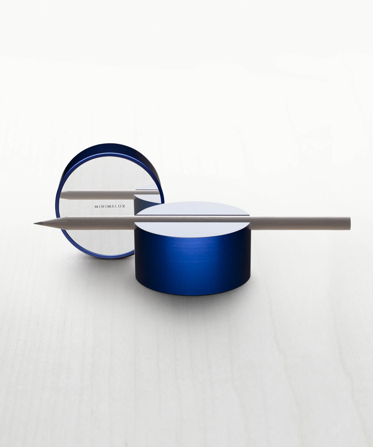 pen-rest-cobalt-with-base