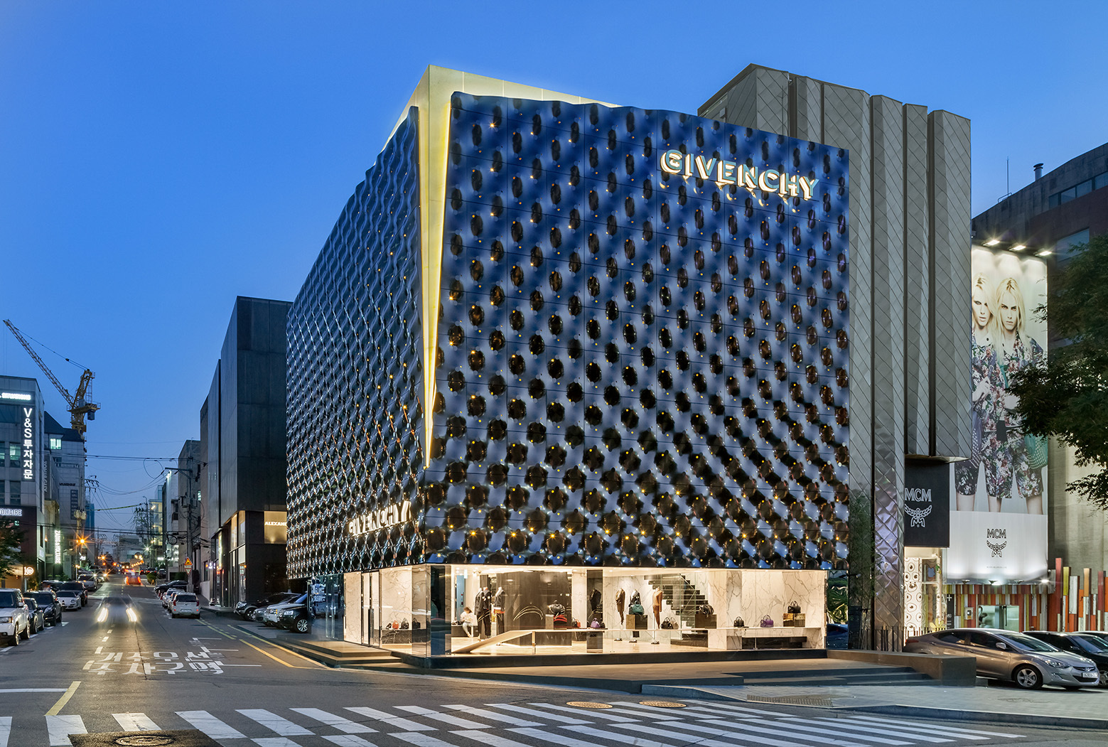 givenchy-flagship-store-in-seoul-piuarch-06