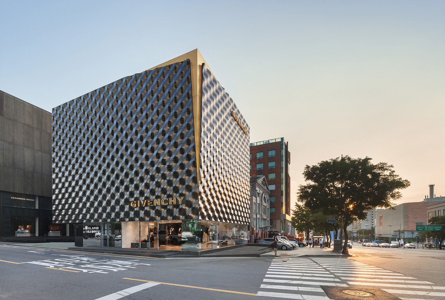 givenchy-flagship-store-in-seoul-piuarch-10