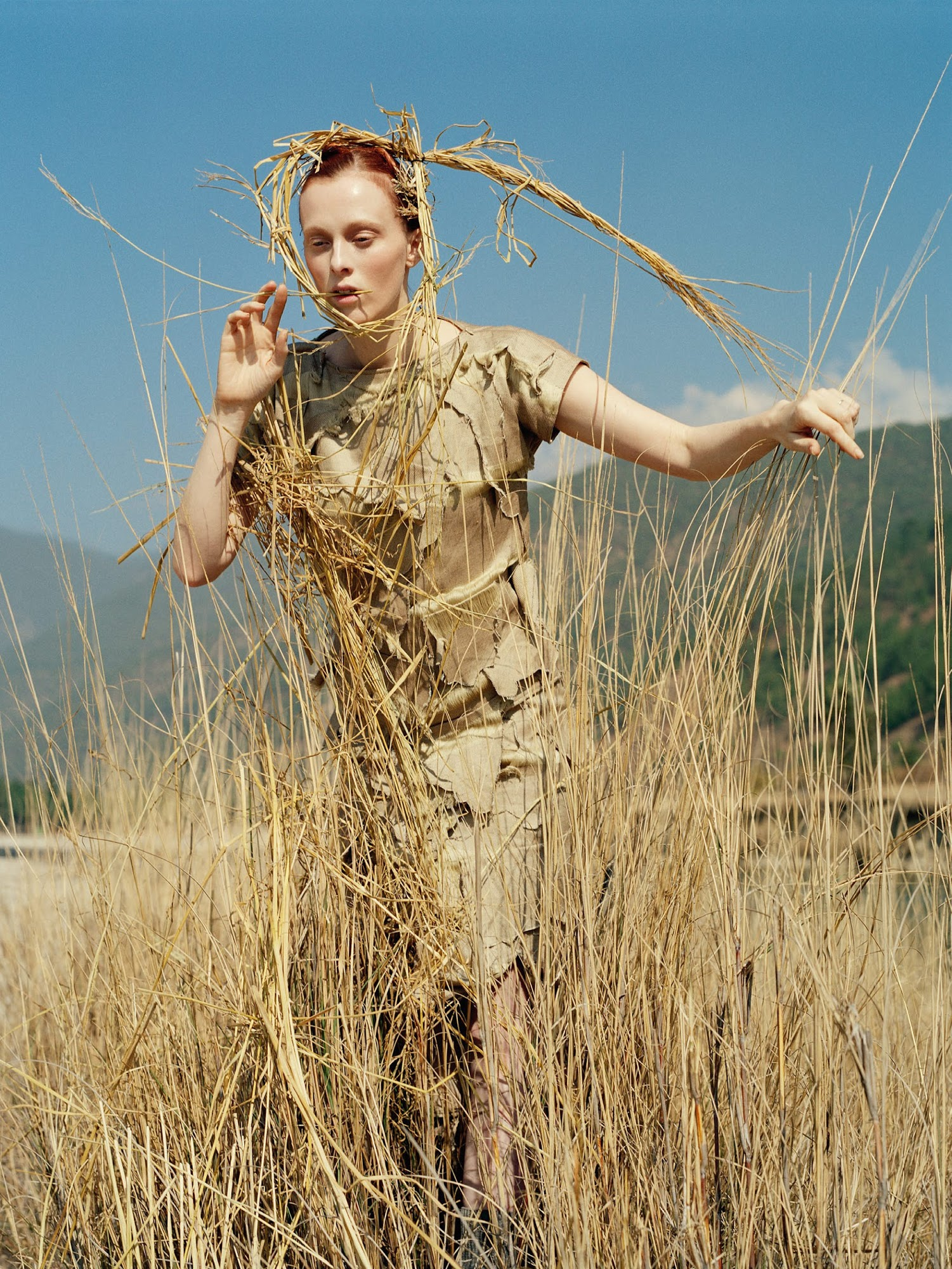 karen-elson-by-tim-walker-for-vogue-uk-may-2015-20