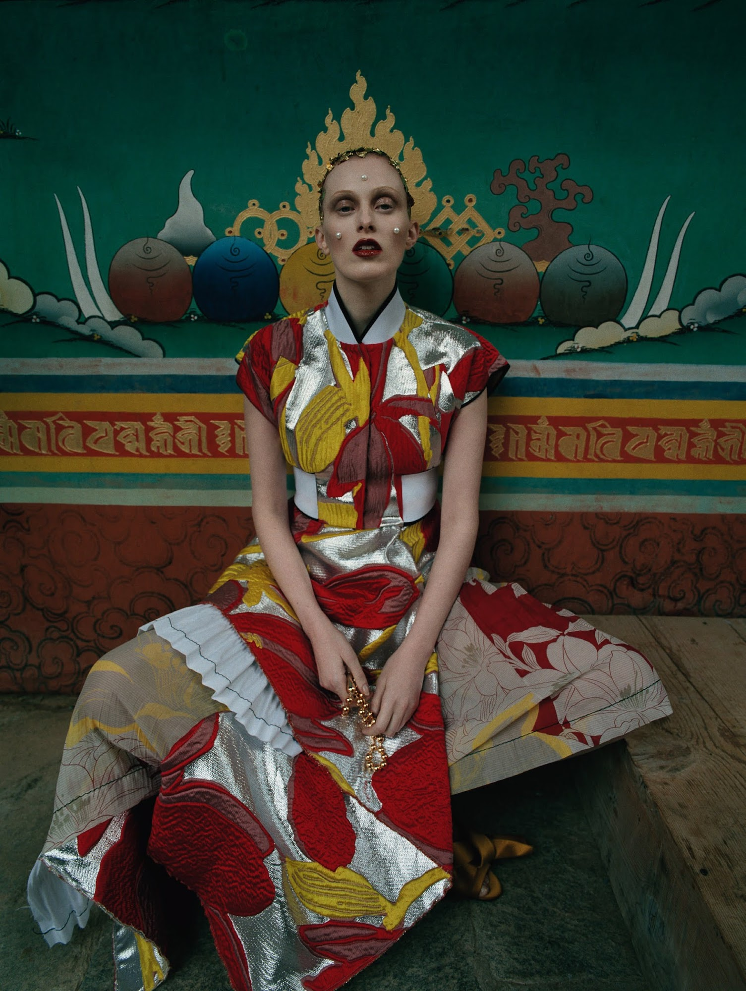 karen-elson-by-tim-walker-for-vogue-uk-may-2015-7