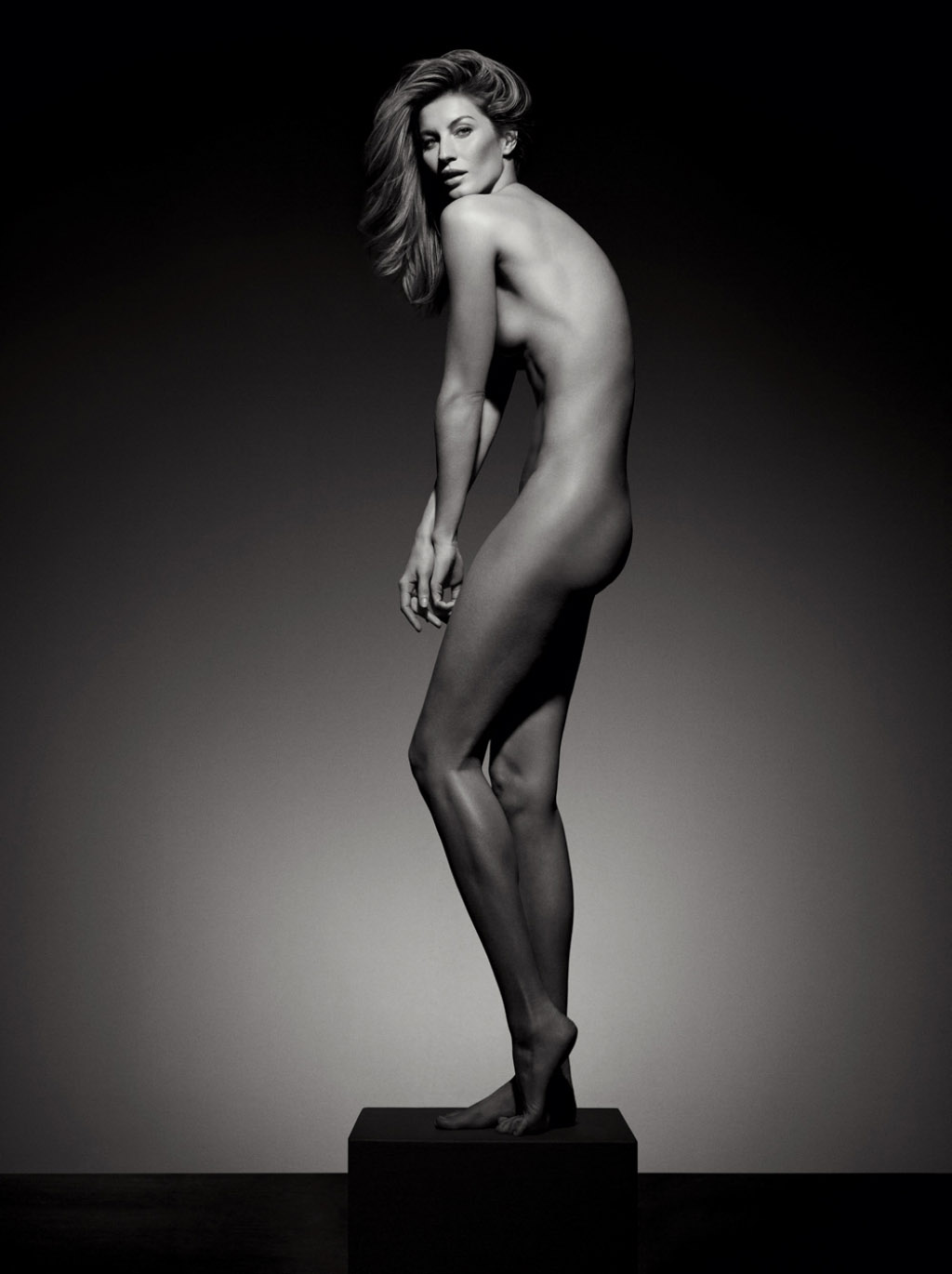 gisele-bc3bcndchen-by-inez-van-lamsweerde-vinoodh-matadin-for-vogue-brazil-may-2015-2