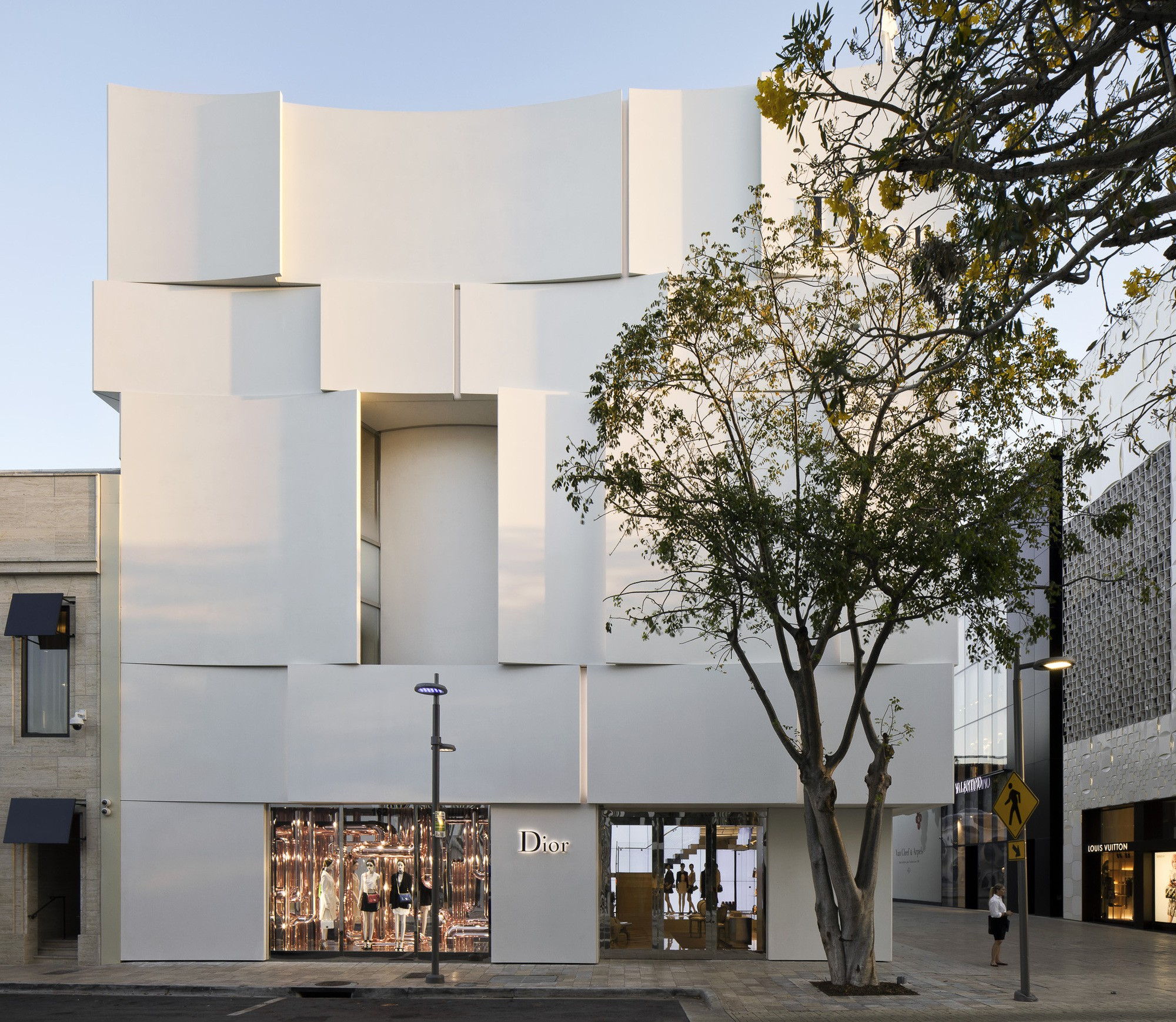 Dior Miami Facade-yesonfashion-com-03