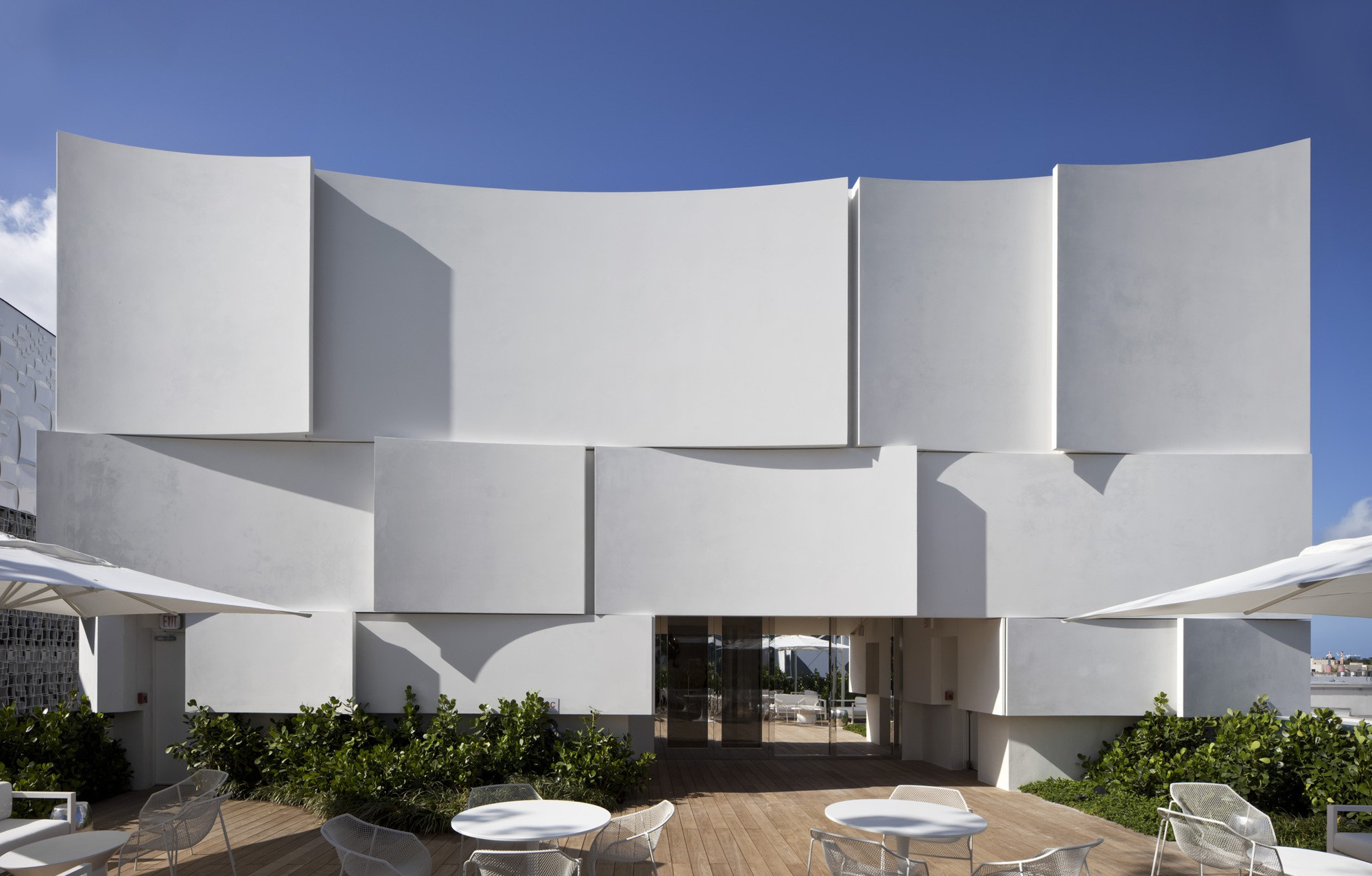 Dior Miami Facade-yesonfashion-com-10