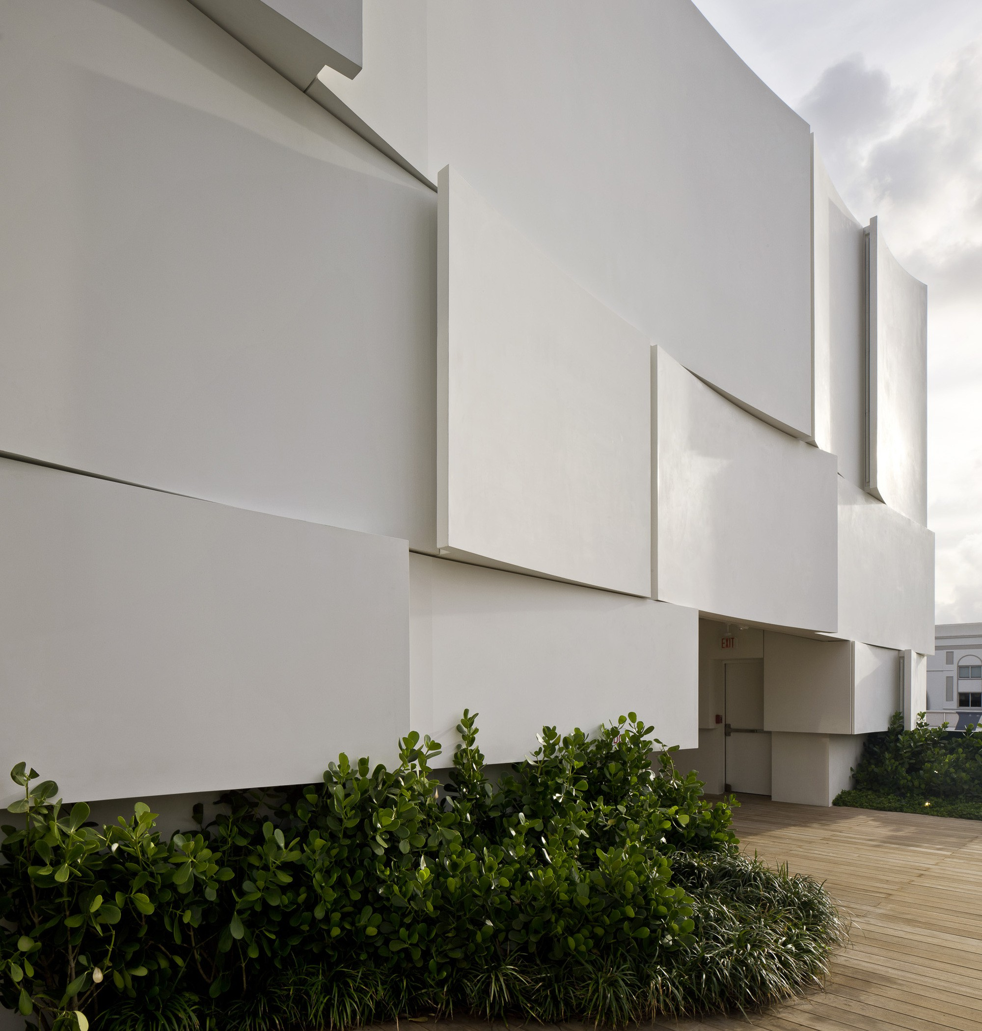 Dior Miami Facade-yesonfashion-com-11