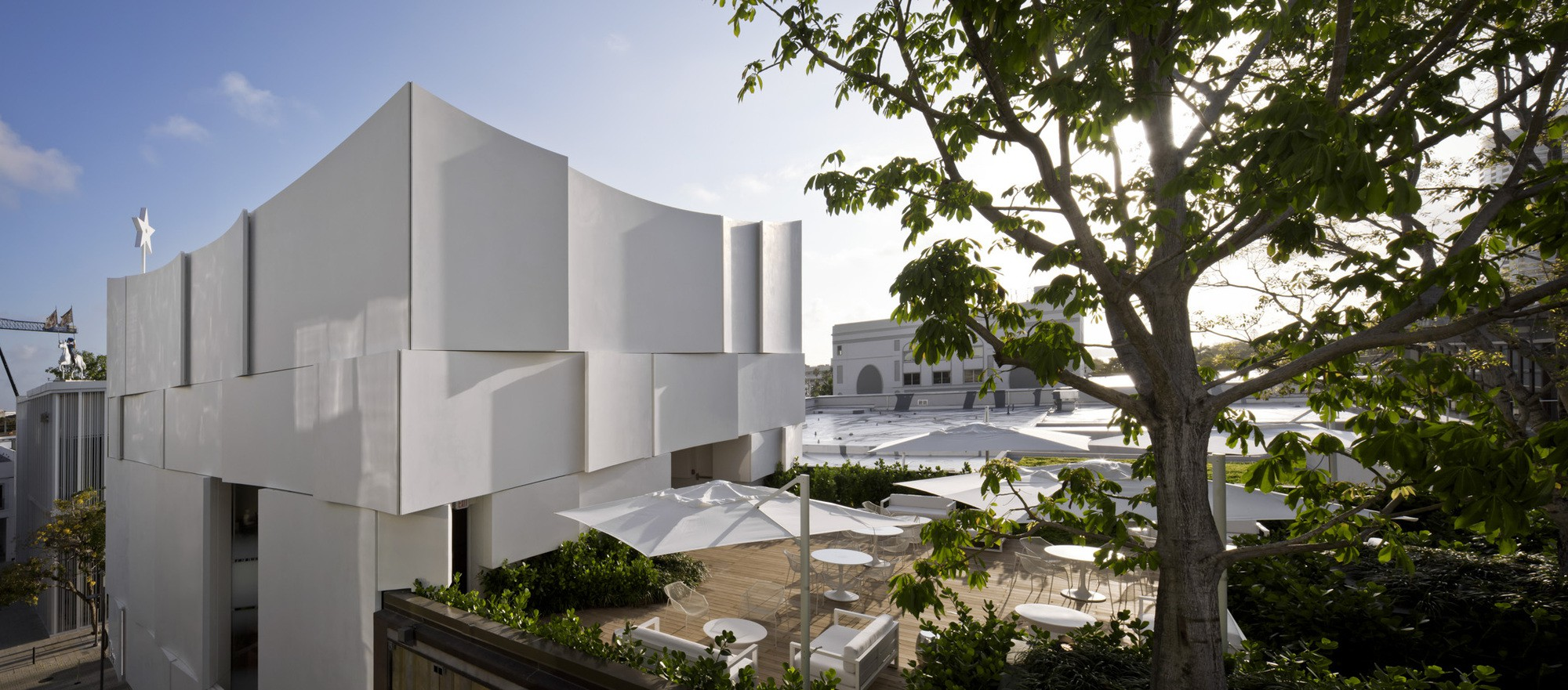 Dior Miami Facade-yesonfashion-com-12