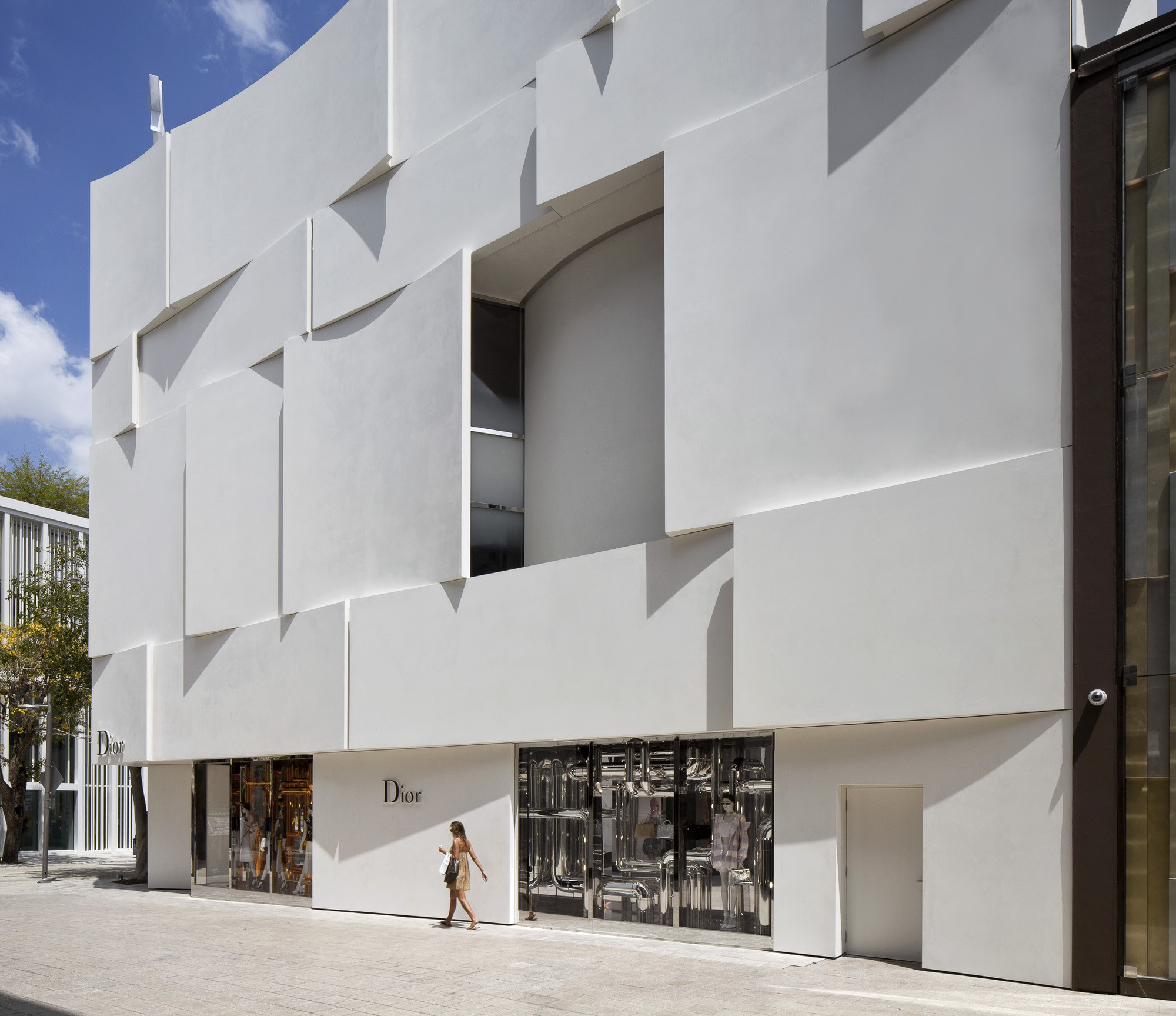 Dior Miami Facade-yesonfashion-com-13