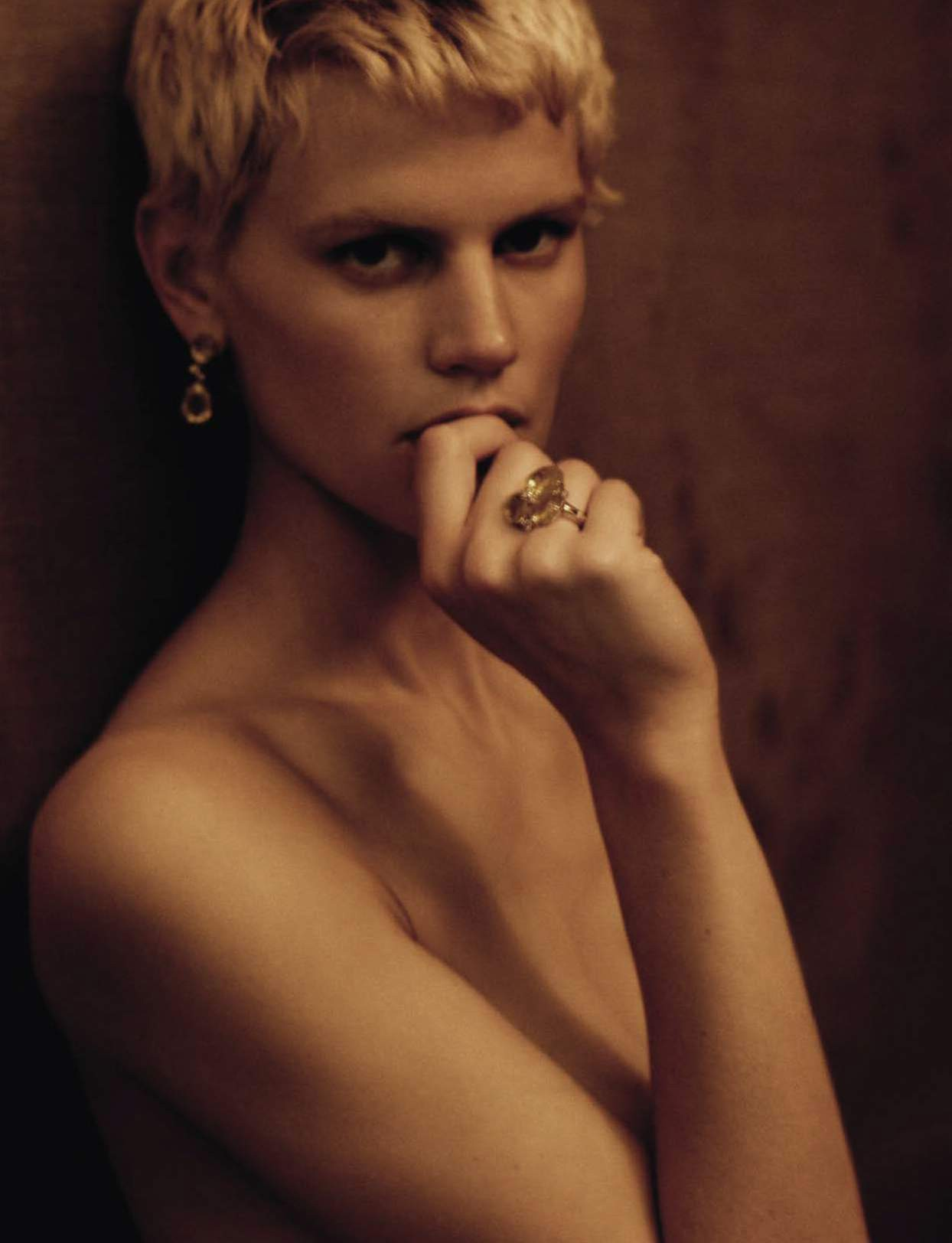 saskia-de-brauw-by-paolo-roversi-for-vogue-italia-september-2015-1